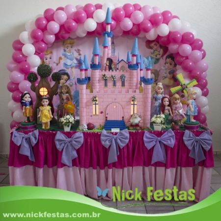 Mesa infantil decorada princesas baby nick festas