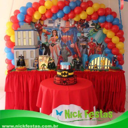 Mesa decorada heróis liga da justiça nick festas