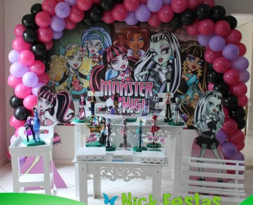 Mesa decorada provençal monster high basica